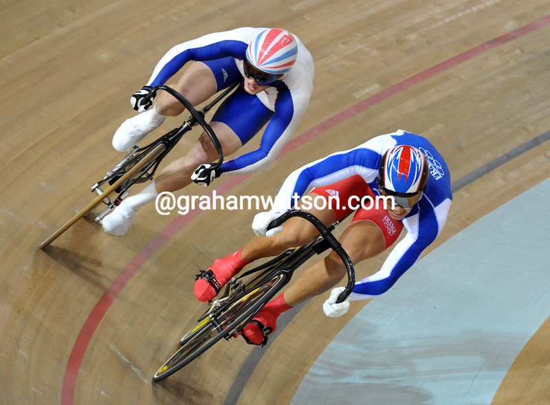 MICKAEL BOURGAIN AND JASON KENNY IN THE SPRINT AT THE 2008 OLYMPIC GAMES