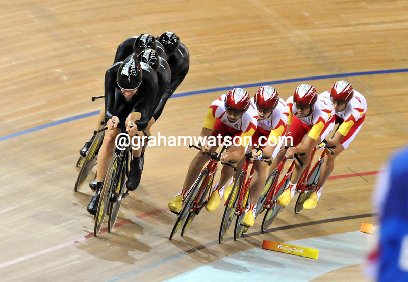 NEW ZEALAND CATCH SPAIN IN THE TEAM PURSUIT AT THE 2008 OLYMPIC GAMES