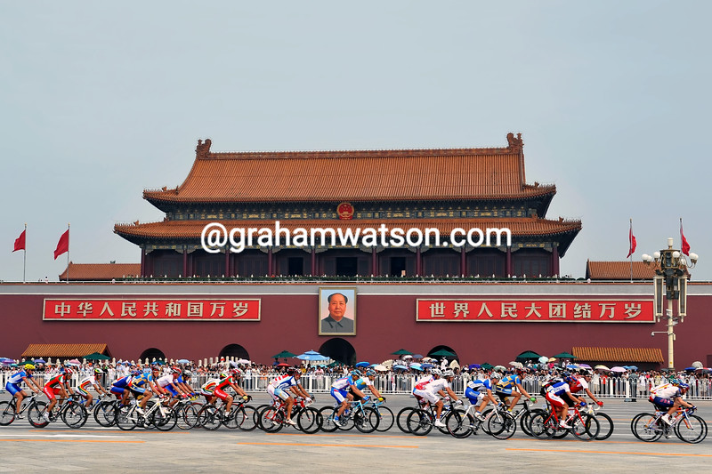 THE PELOTON PASSES TIANANMEN SQUARE IN THE 2008 OLYMPIC GAMES