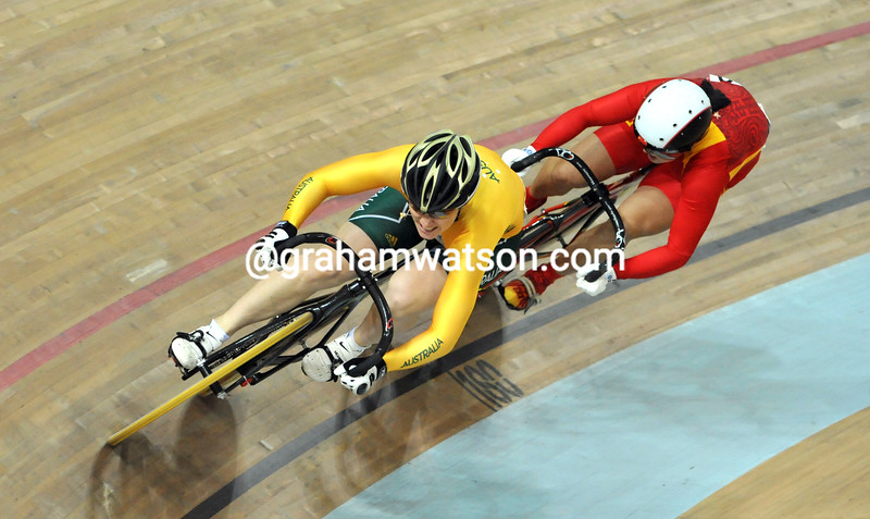 ANNA MEARES AND GUO SHUANG IN THE WOMENS SPRINT AT THE 2008 OLYMPIC GAMES
