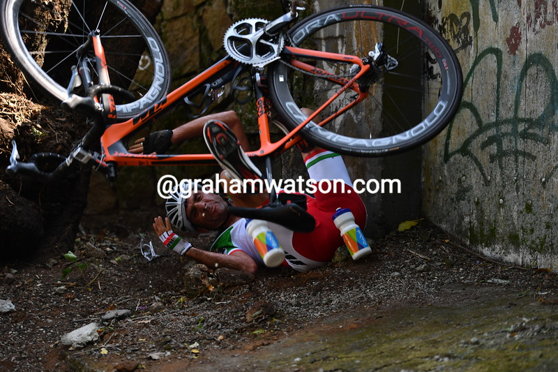 An Iranian cyclist is not so skilled and crashes into a wall on the descent, but he escapes unhurt