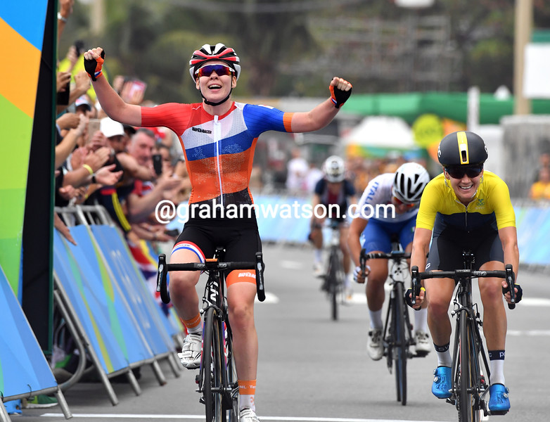 Anna Van der Breggen wins the Gold medal from Johansson and Longo-Borghini after they caught Abbott in the last-kilometre!