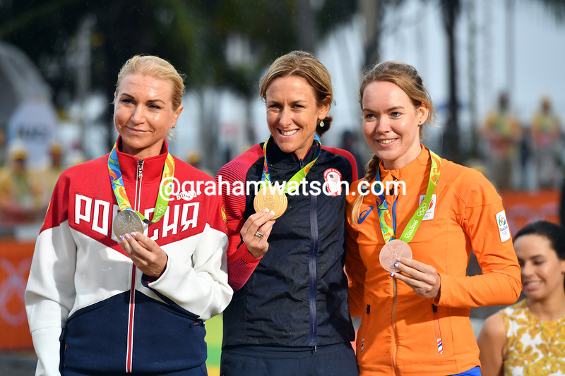 Kristin Armstrong shares the podium with Olga Zabelinskaya and Anna van der Breggen