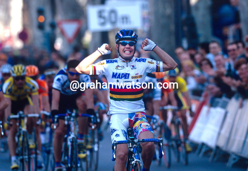 Oscar Freire wins a stage of the Tour of Valencia in 2000