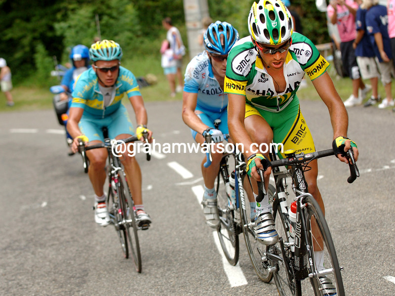 Oscar Pereiro escapes on a stage of the 2005 Tour de France