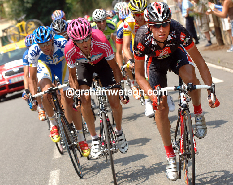 OSCAR PEREIRO LEADS AN ESCAPE ON STAGE TWELVE OF THE 2006 TOUR DE FRANCE