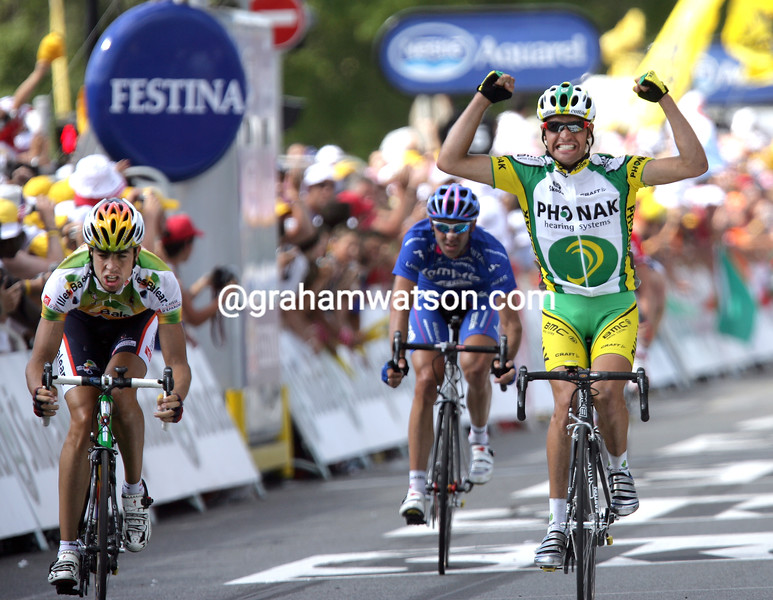Oscar Pereiro wins a stage of the 2005 Tour de France