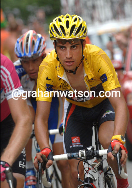 OSCAR PEREIRO CLIMBS TO ALPE D'HUEZ IN THE 2006 TOUR DE FRANCE