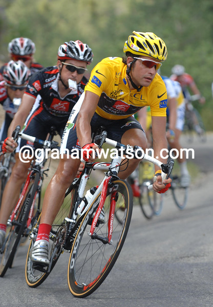 OSCAR PEREIRO CORNERS ON STAGE FOURTEEN OF THE 2006 TOUR DE FRANCE