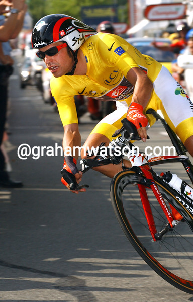 OSCAR PEREIRO IN ACTION ON STAGE NINETEEN OF THE 2006 TOUR DE FRANCE