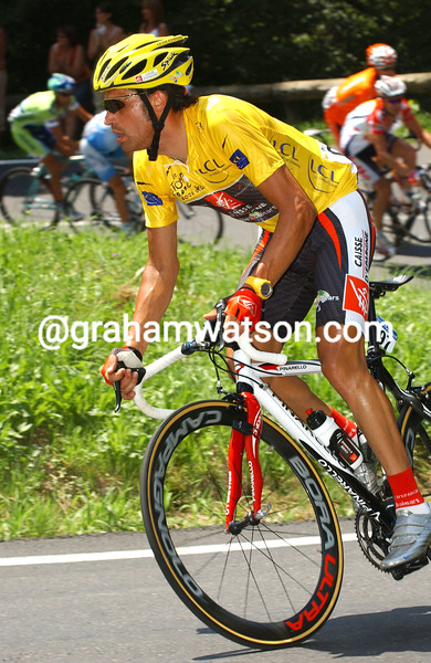 Oscar Pereiro on stage seventeeen of the 2006 Tour de France