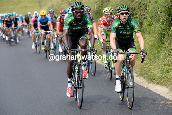 Kevin Reza and Cyril Gautier are at war with Cannondale's De Marchi on the Cote des Gets...
