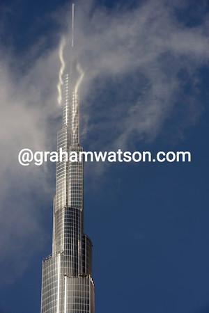 The Burj Khalif tower has come alive in the sky with Sagan just past and Cancellara about to arrive..!