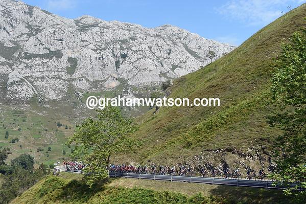 The Vuelta is in Asturias today, and clmbing the Collada de la Hoz...