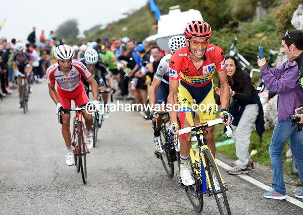 Alberto Contador makes his first big attack now..!
