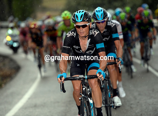 Vasil Kiryienka leads Sky in pursuit of the escape - the stage is lost, but the race-lead is up for grabs...