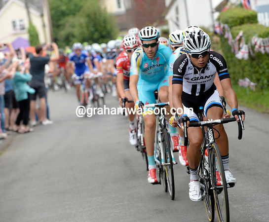 Ji Cheng is the one chasing now for Giant-Shimano...