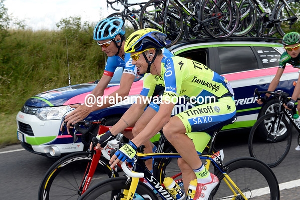 Nicholas Roche chats with Paris-Roubaix winner Johan Van Summeren - about Wednesday's cobbled stage we assume..?