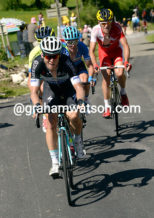 Bakelandts also has Nico Roche in the move, and they're passing Lemoine from the escape...