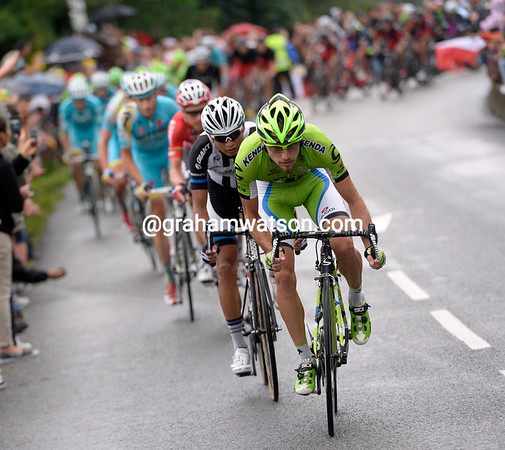Cannondale is chasing as well, but the slippery roads are slowing their gains...