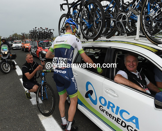 Peter Weening stops to fix his seat-post - and talk to the owner of Orica-Green Edge, Gerry Ryan...