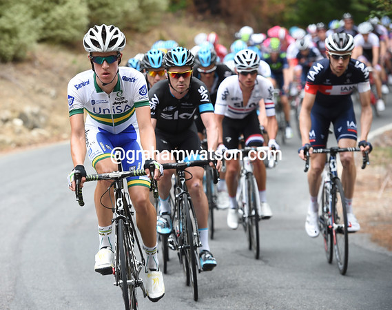 Uni SA assumes the responsibility of the chase, but only under the surveillance of Team Sky...