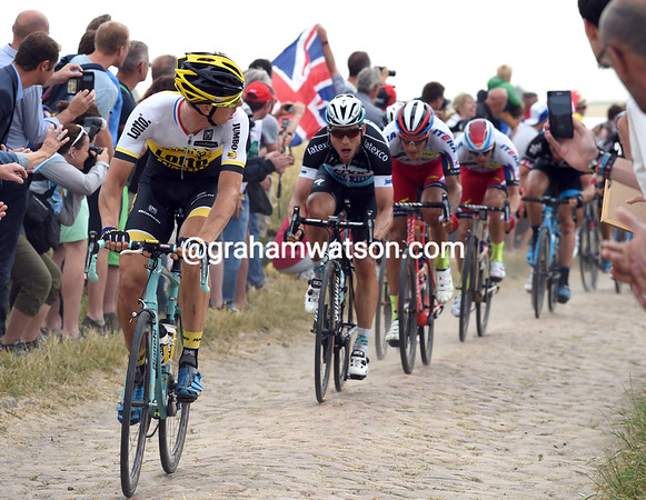 Sep Vanmarcke makes an acceleration from the peloton, but Tony Martin is after him...