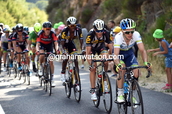Simon Yates has taken over the chasing for Orica-Green Edge in the final 15-kilometres, bringing the gap down to less than one-minute...