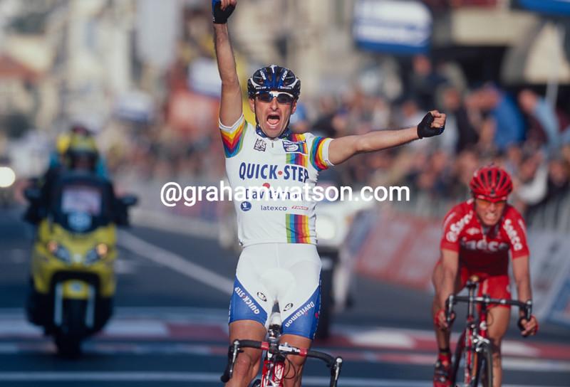 Paolo Bettini wins the 2003 Milan-San Remo