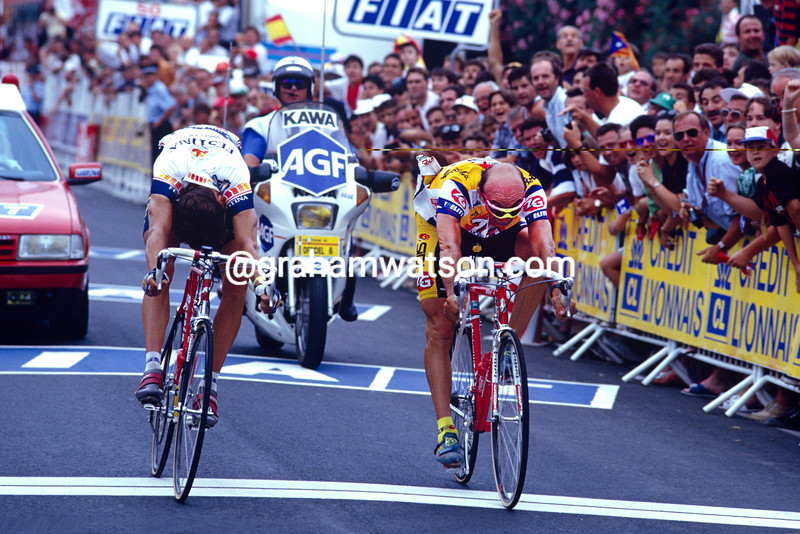 Pascal Lino (left) beats  Giancarlo Perini to win a stage into Pau in the 1993 Tour de France