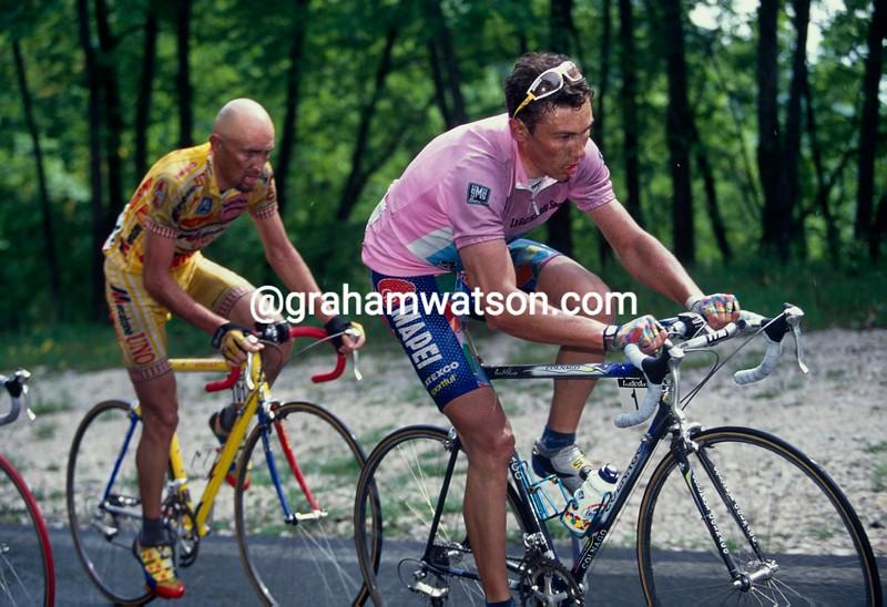 Pavel Tonkov and Marco Pantani on a stage of the 1998 Giro d'Italia