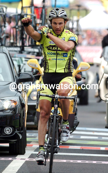 PAVEL TONKOV WINS A STAGE IN THE 2004 GIRO D'ITALIA