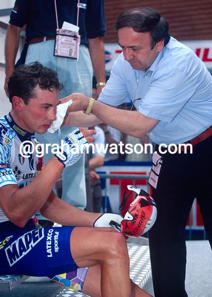 Pavel Tonkov and Ernesto Colnago in the 1998 Giro d'Italia