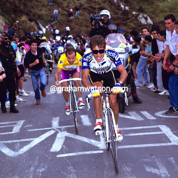 PEDRO DELGADO ATTACKS JESUS MONTOYA IN THE 1993 TOUR OF SPAIN