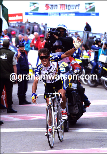 PEDRO DELGADO WINS AT LAGOS DE COVADONGAS IN THE 1993 TOUR OF SPAIN