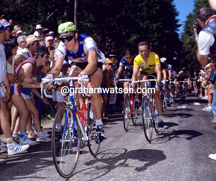 Phil Anderson leads Bernard Hinault in the 1985 Tour de France