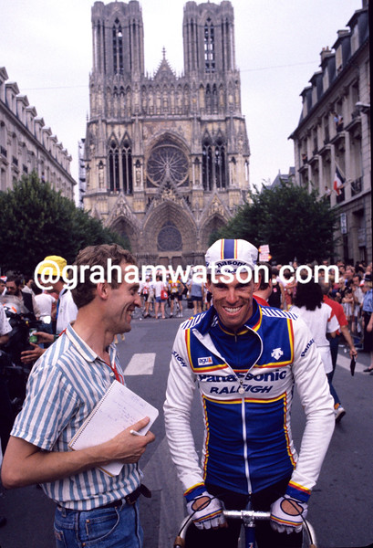 Phil Anderson with John Wilcockson in the 1986 Tour de France