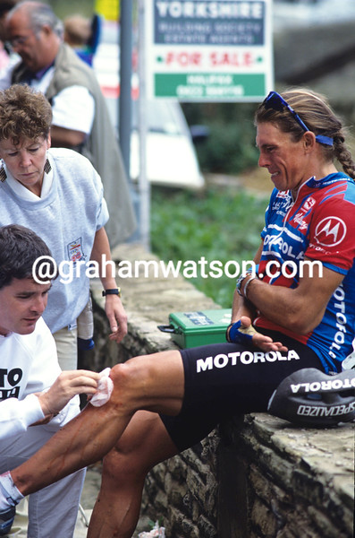 Phil Anderson after a crash at the 1991 Kellogg's Tour of Britain