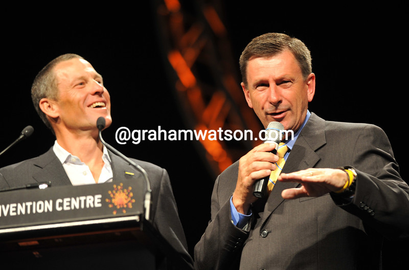 LANCE ARMSTRONG AND PAUL SHERWEN AT THE LEGENDS NIGHT IN ADELAIDE IN 2010