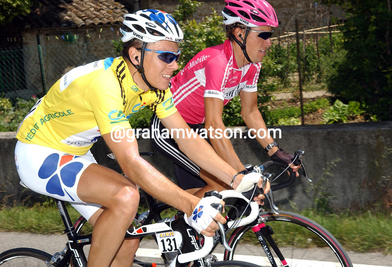 PHILIPPE GILBERT CHATS WITH SCOTT DAVIS IN THE 2007 DAUPHINE-LIBERE