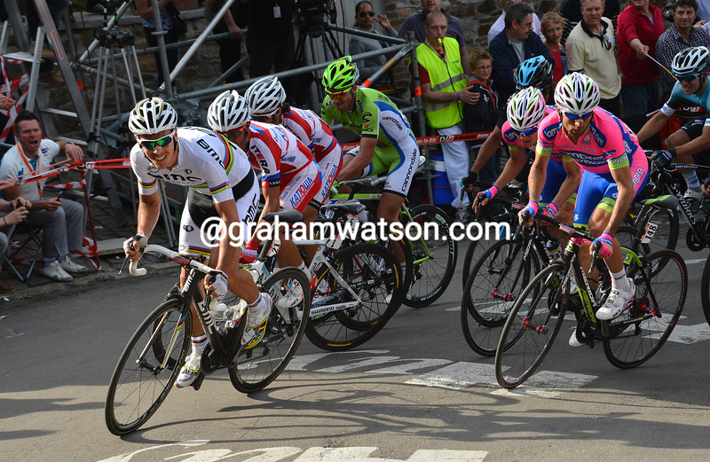 Philippe Gilbert leads a chase on the Mur de Huy in the 2013 Fleche Wallonne