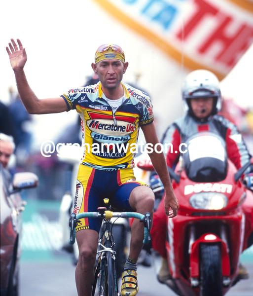 Marco Pantani wins a stage in the 1999 Giro d'Italia