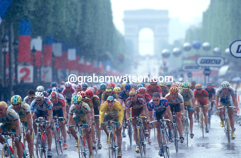 Marco Pantani leads the peloton on the final stage of the 1998 Tour de France