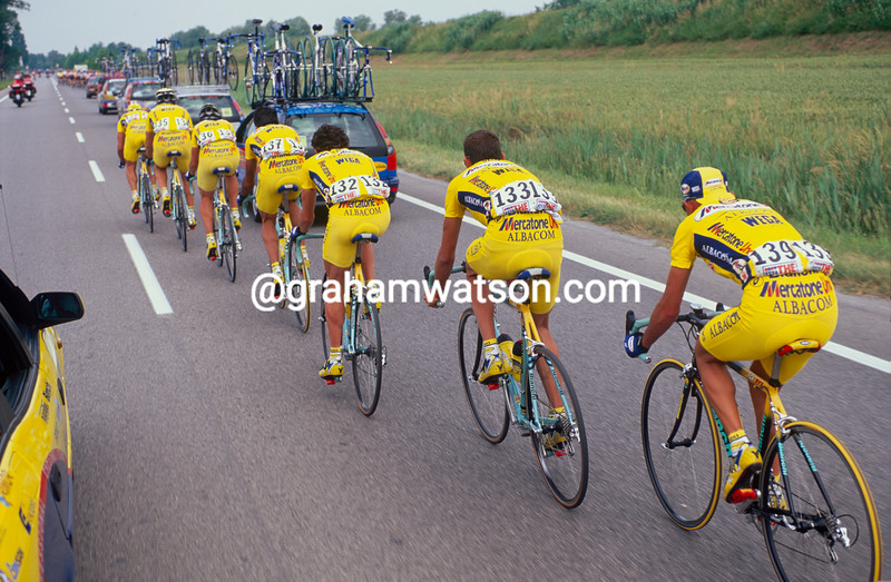 Marco Pantani is paced back to the peloton in the 1999 Milan-San Remo