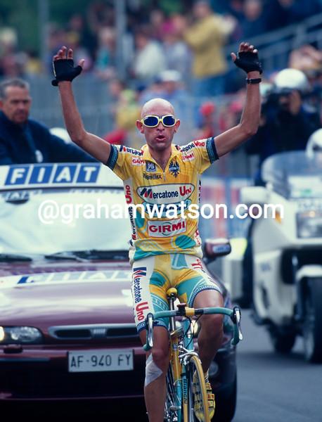 Marco Pantani wins a stage in the 1998 Giro d'Italia