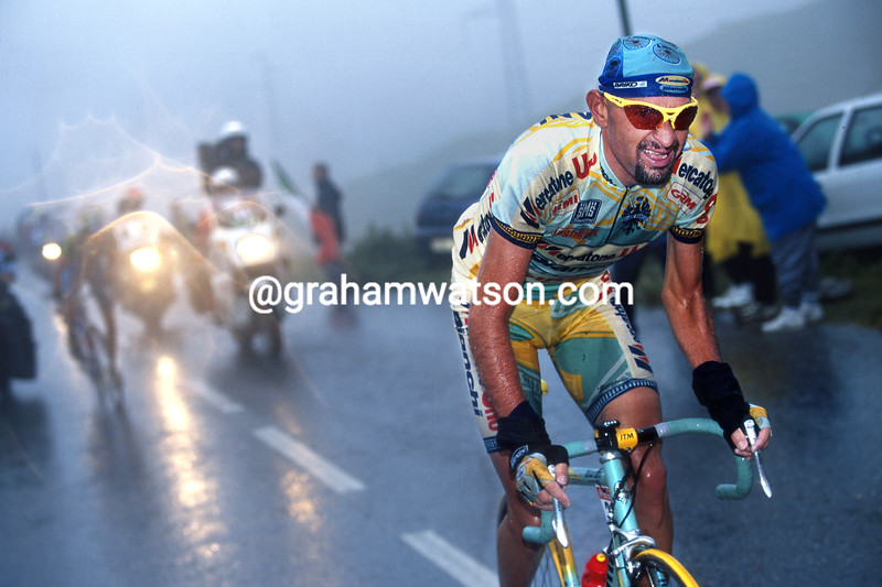 Marco Pantani attacks on the Col du Galibier in the 1998 Tour de France