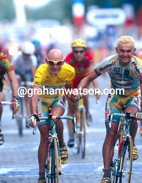 Marco Pantani and Fabio Fontanelli on the final stage of the 1998 Tour de France