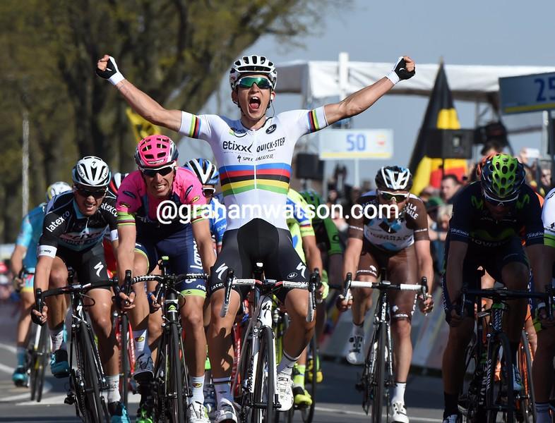 Michal Kwiatkowski wins the 2015 Amstel Gold Race