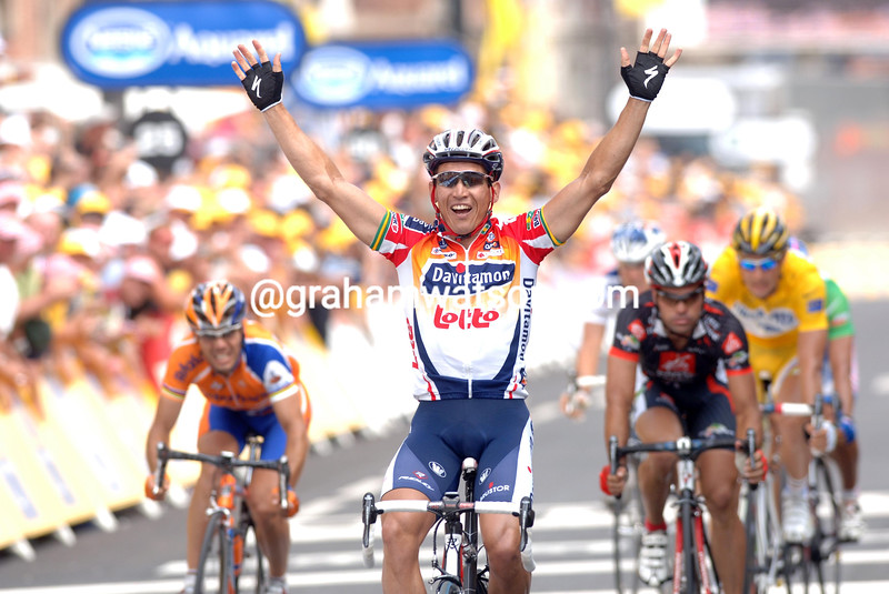 Robbie McEwen wins Stage Four of the 2006 Tour de France into St Quentin