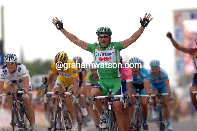 Robbie McEwen wins Stage Six of the 2006 Tour de France to Vitre